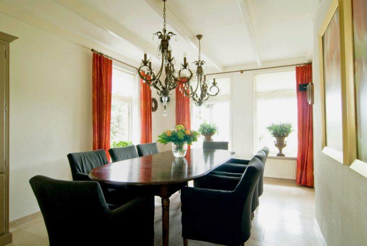 Eetkamer van villa in Egmond