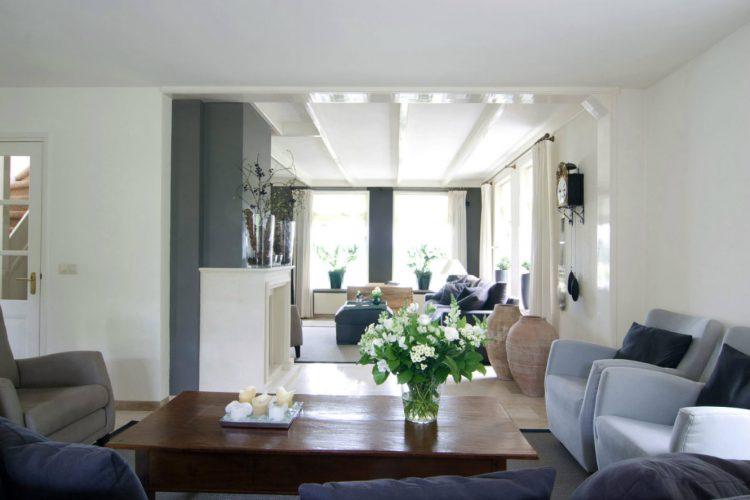 Woonkamer van villa in Egmond