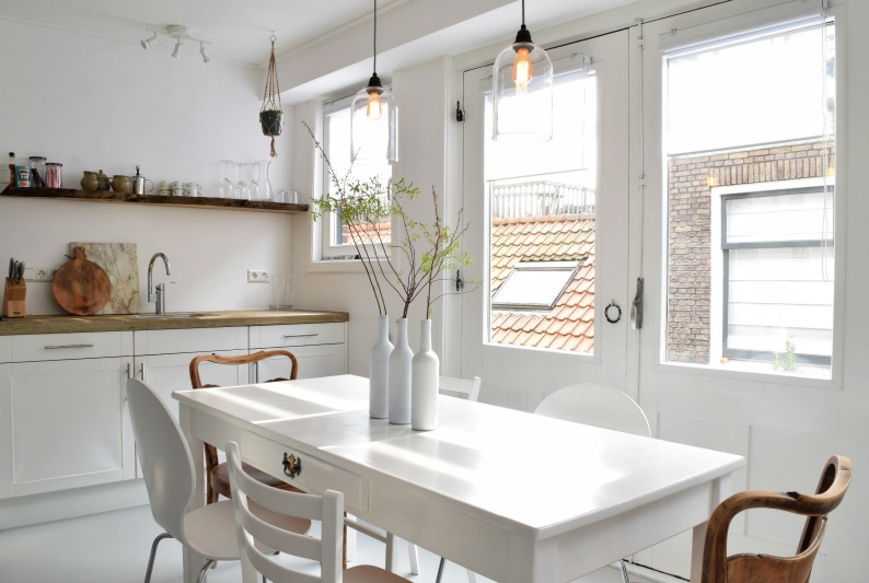 Foto van eettafel van appartement in Haarlem