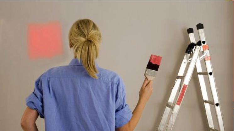 Vrouw aan het schilderen