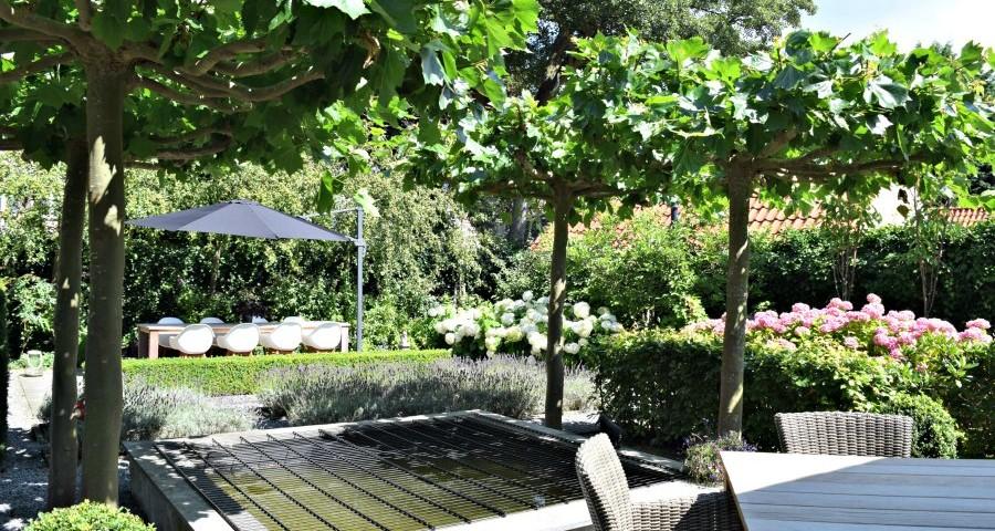 Overzicht van prachtig aangelegde tuin | Atelier09