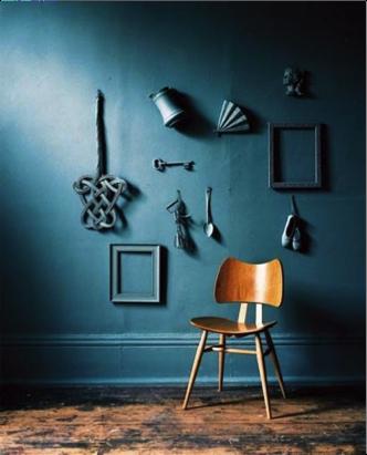Lijsten in de kleur van de muur
