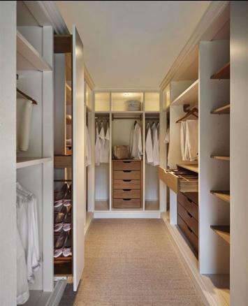 Walk-in closet met hout