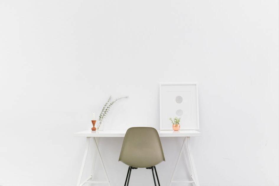 Voorjaarsschoonmaak fris bureau