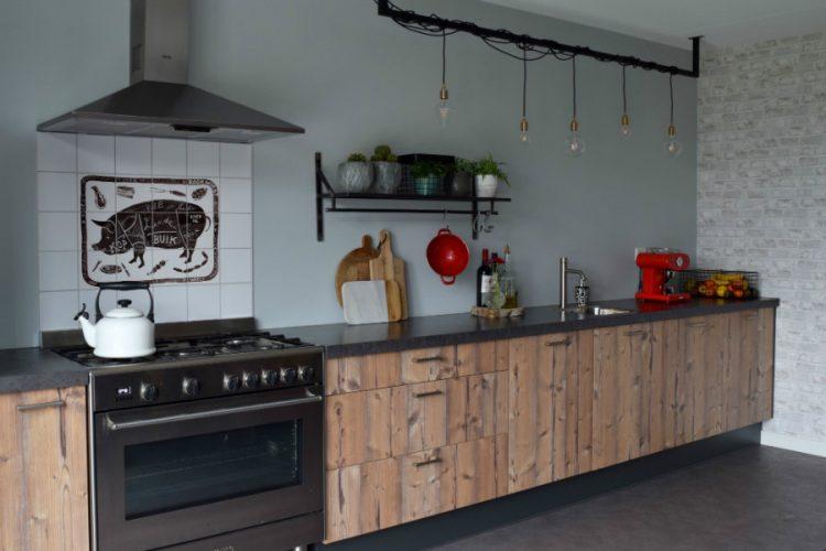Mooie houten keuken met industriële uitstraling - Atelier09