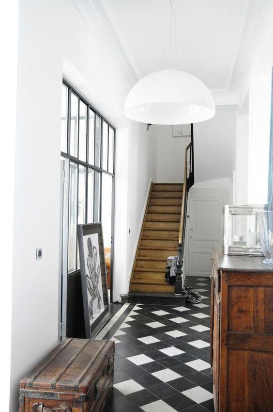 Zwart wit vloer in hal