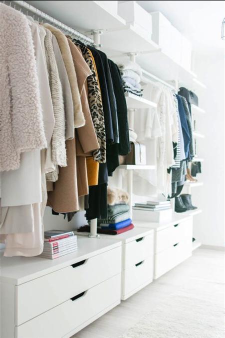 Walk-in closet lades
