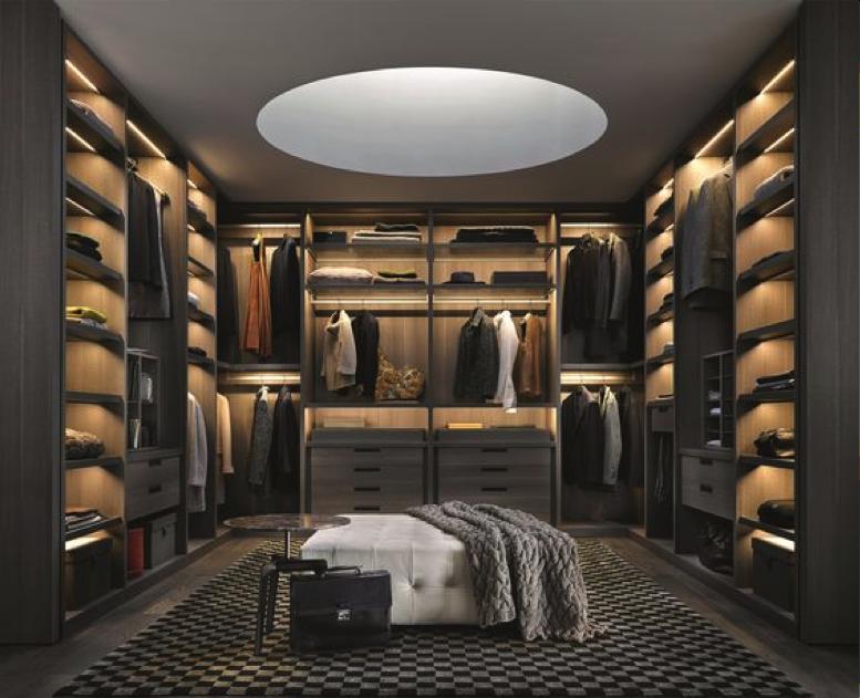 Walk-in closet luxe