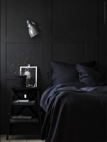 Donkere slaapkamer zwart